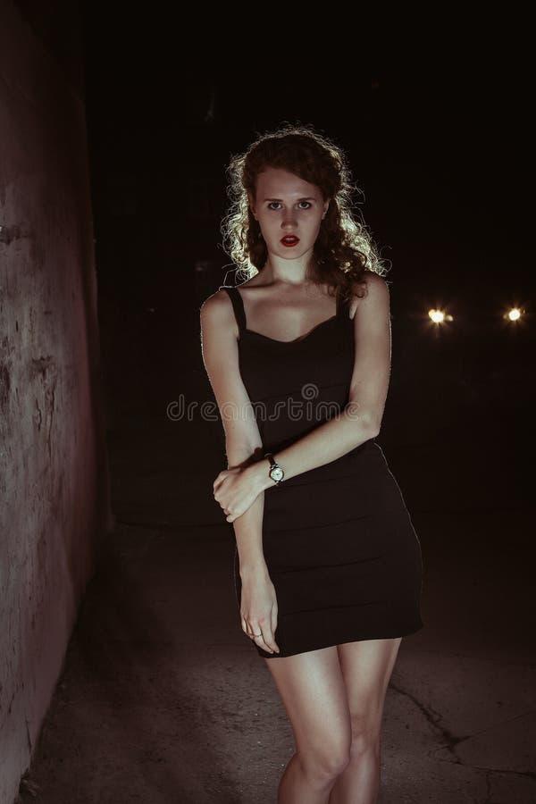 Noir Mädchen des Filmes im Retro- Bild lizenzfreie stockfotos