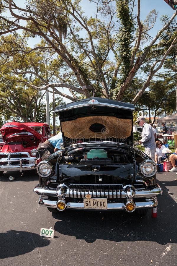 Noir Mercury Monterey Convertible 1954 au Car Show classique de trente-deuxi?me d?p?t annuel de Naples photos libres de droits