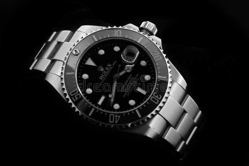Noir perpétuel de sous-marinier d'huître de Rolex à l'arrière-plan clair noir images stock