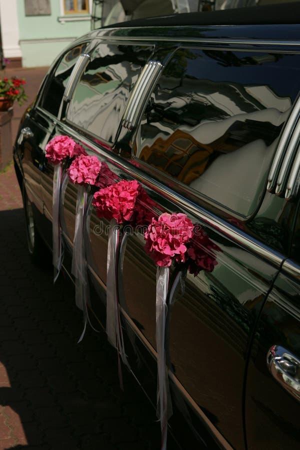 Noircissez la limousine de mariage photo libre de droits