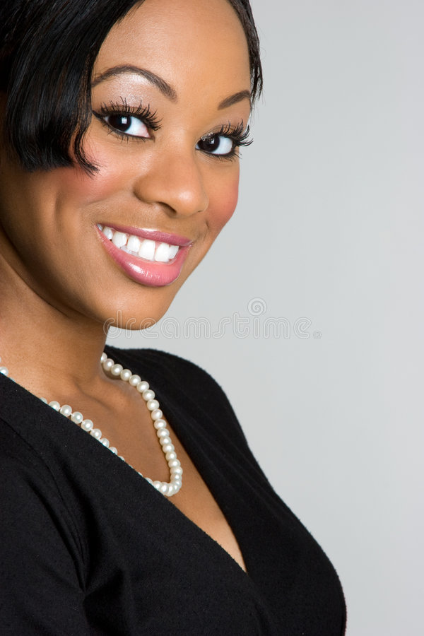 noircissez le sourire de femme d'affaires photos stock