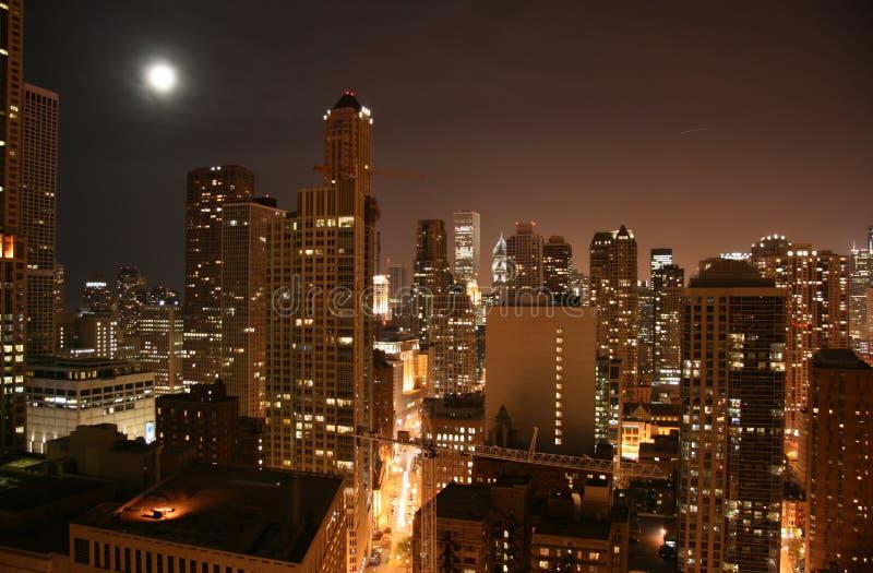 Noite aérea da baixa de Chicago imagens de stock