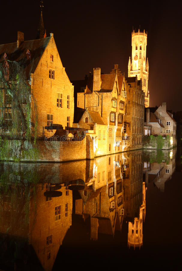 Noite Bruges imagens de stock