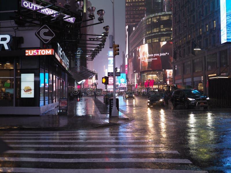 Noite chuvosa de New York imagens de stock