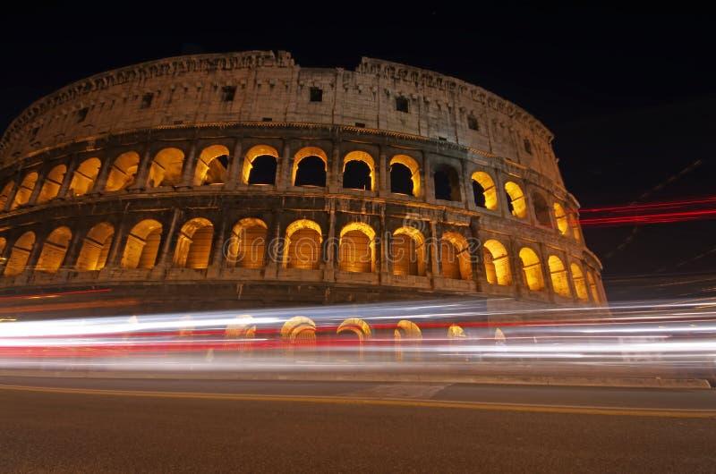 Noite Colosseum foto de stock