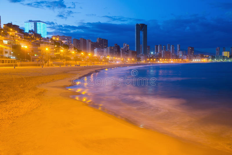 Noite da arquitetura da cidade de Benidorm fotos de stock