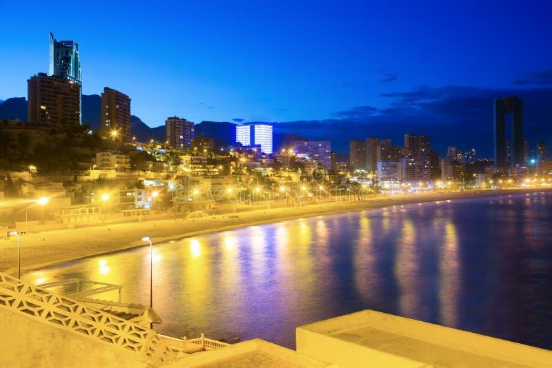 Noite da arquitetura da cidade de Benidorm foto de stock royalty free