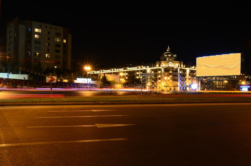 Noite da avenida de Neftchilar Baku, Azerbaij?o foto de stock royalty free