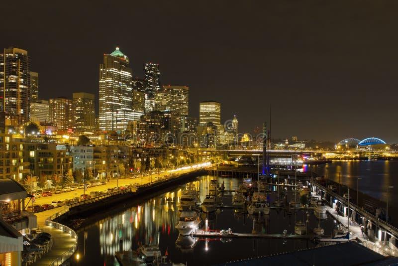 Noite da baixa da skyline do beira-rio de Seattle fotografia de stock royalty free