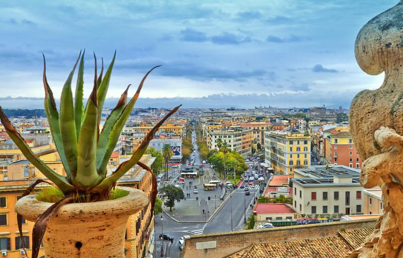 Noite da constru??o do panorama de Roma fotos de stock