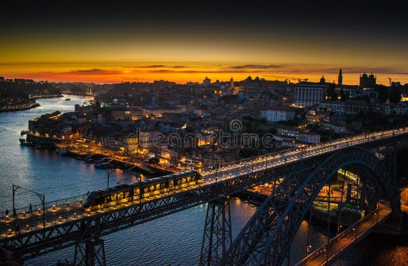 Noite da ponte do ferro de Porto imagem de stock royalty free
