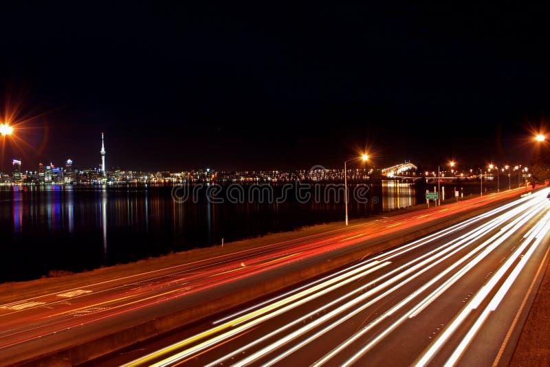 Noite da skyline da cidade de Auckland fotos de stock