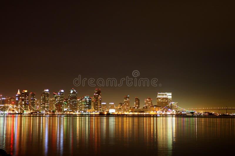 Noite da skyline de San Diego fotos de stock