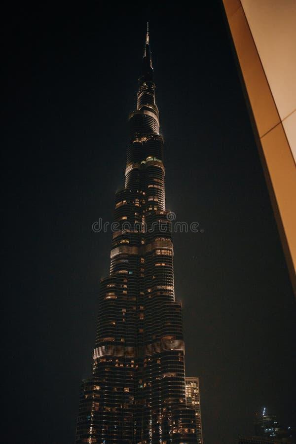 Noite de Burj Khalifa - de Dubai, Emiratos Árabes Unidos imagem de stock
