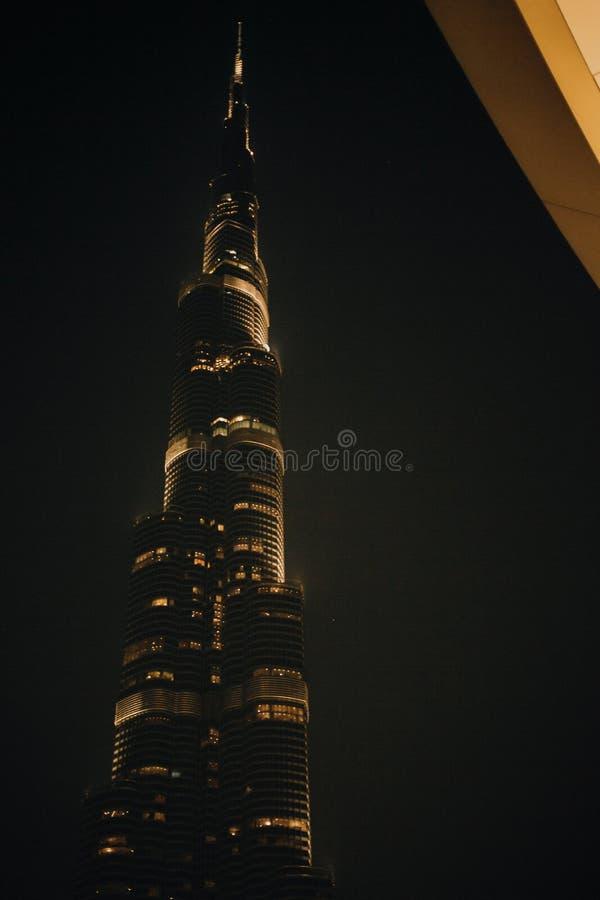 Noite de Burj Khalifa - de Dubai, Emiratos Árabes Unidos imagens de stock royalty free