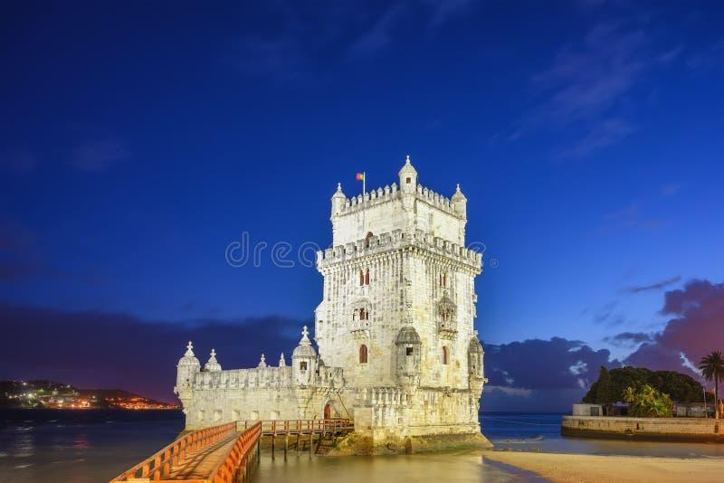 Noite de Lisboa em Portugal na Torre Belem foto de stock royalty free