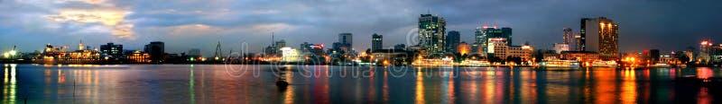 Noite de Saigon (panorama) imagens de stock