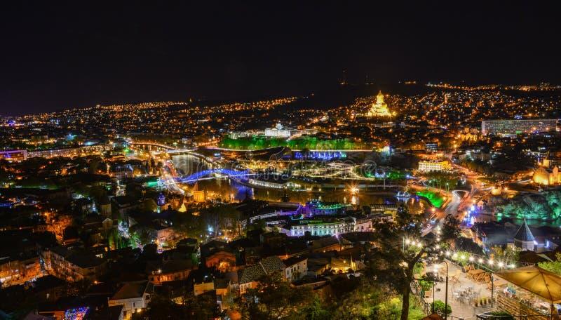 Noite de Tbilisi na fortaleza antiga de Narikala imagens de stock