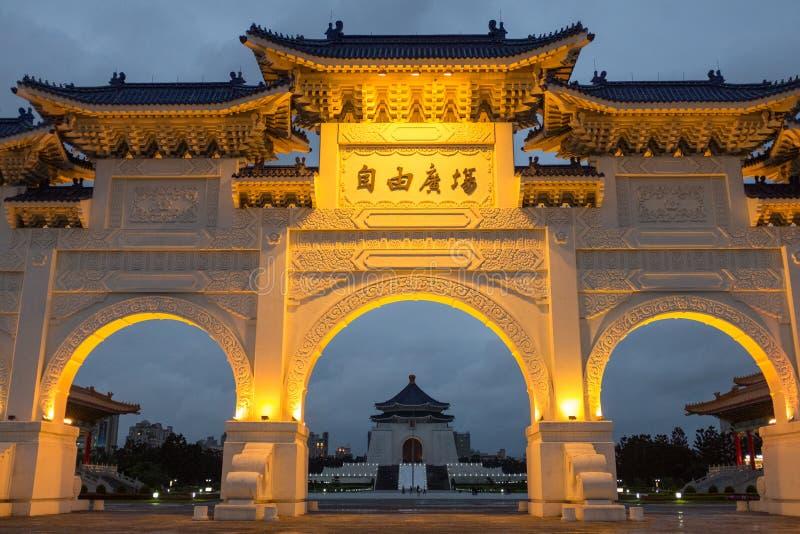A noite dianteira do salão memorável de Chiang Kai Shek das portas imagem de stock