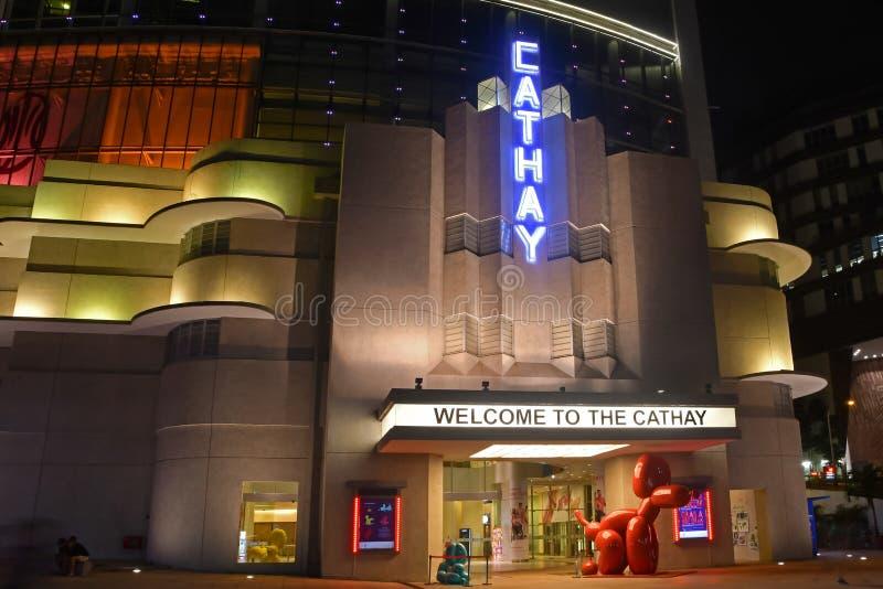 Noite disparada da construção do Cathay, Singapura foto de stock