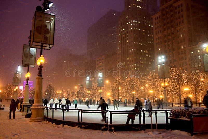 Noite do inverno em Chicago imagens de stock