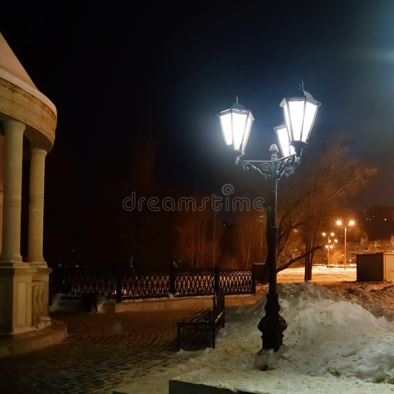 Noite do inverno na cidade Voronezh, Rússia foto de stock royalty free
