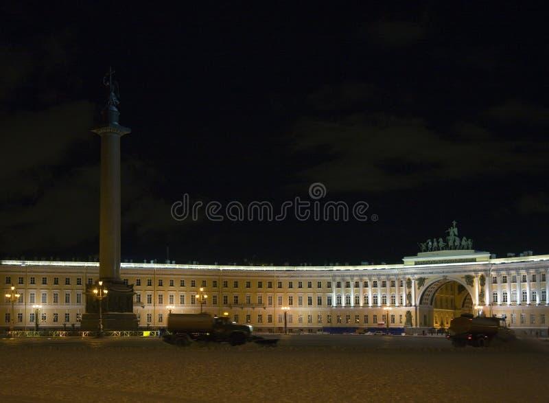 Noite do inverno no quadrado de cidade central imagens de stock royalty free