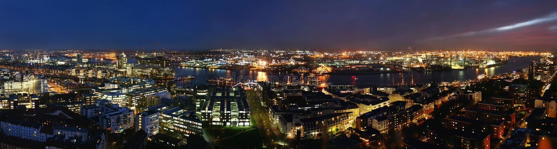 Noite do porto de Hamburgo fotografia de stock royalty free