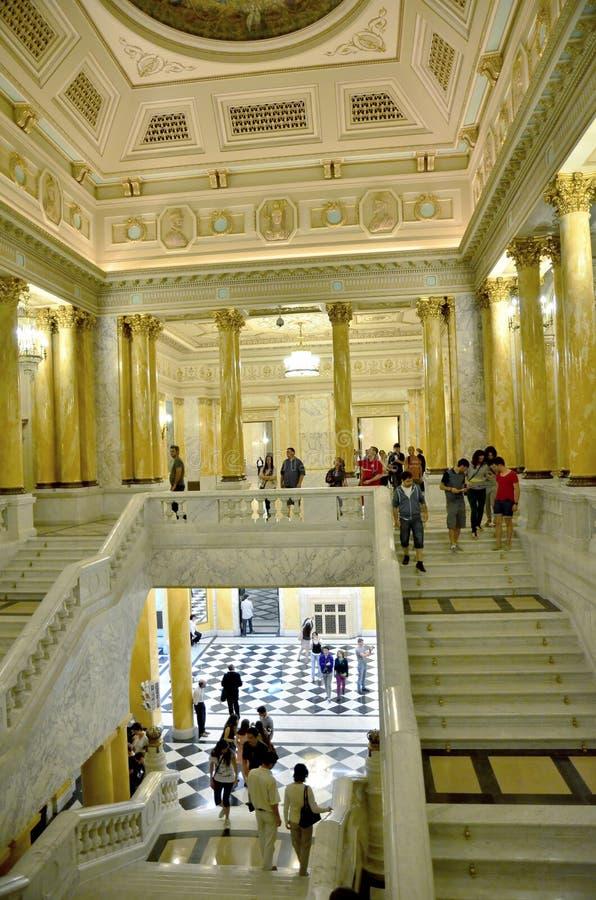 Noite dos museus em Bucareste - Museu Nacional de arte de Roménia imagens de stock