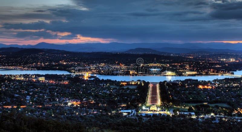 Noite em Canberra imagens de stock