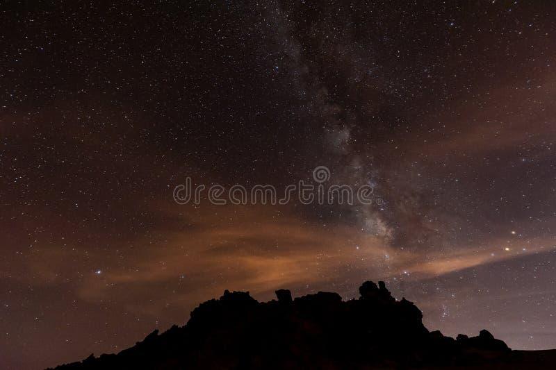 Noite estrelado acima de Tenerife imagens de stock