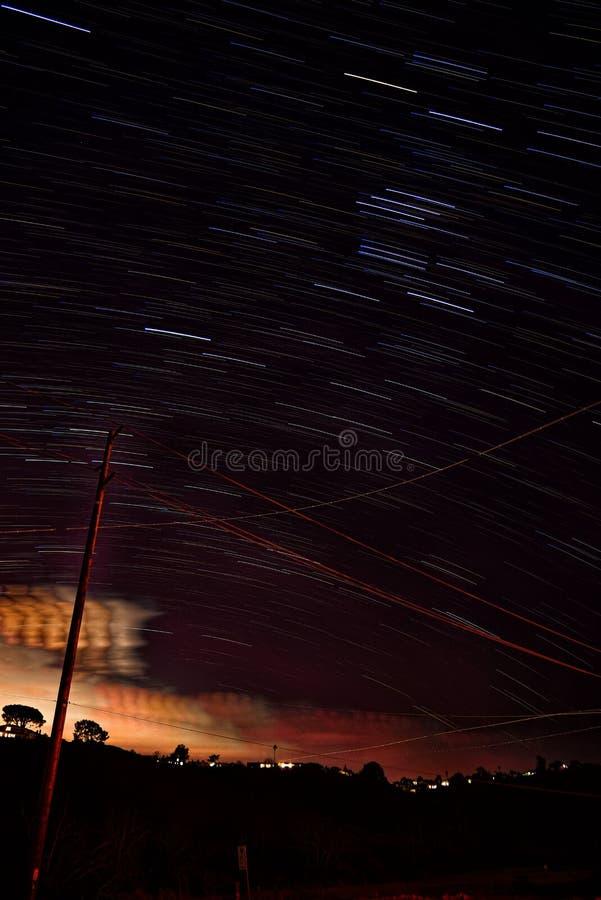 Noite estrelado da praia de Waikiki fotos de stock royalty free