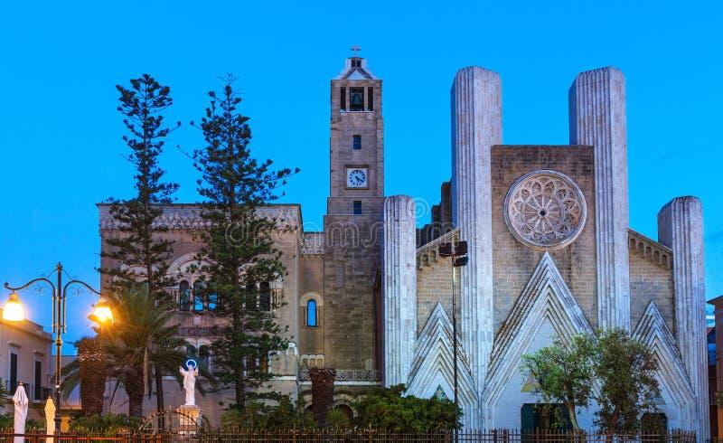 Noite Gallipoli, Puglia, Itália O coração sagrado de Jesus ch fotografia de stock royalty free
