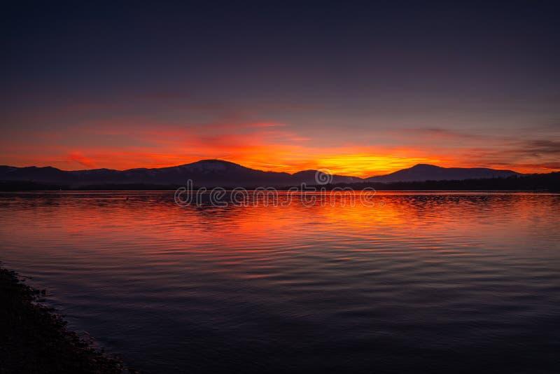 """Noite lago ywiec no Å do"""" imagem de stock"""
