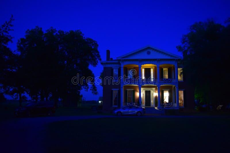 Noite na plantação Antebellum de Belmont foto de stock