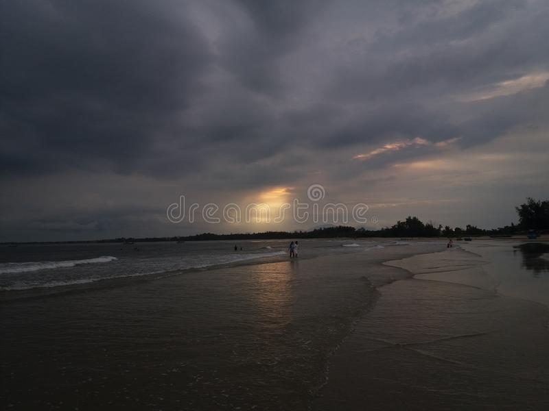 A noite na praia fotografia de stock royalty free