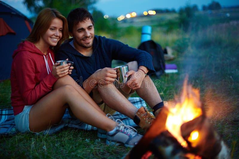 Noite no acampamento imagem de stock royalty free