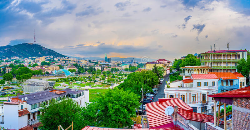 A noite no monte de Tbilisi foto de stock royalty free