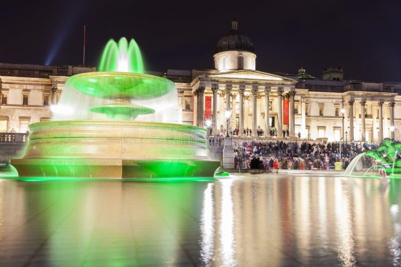Noite no quadrado de Trafalgar em Londres foto de stock royalty free