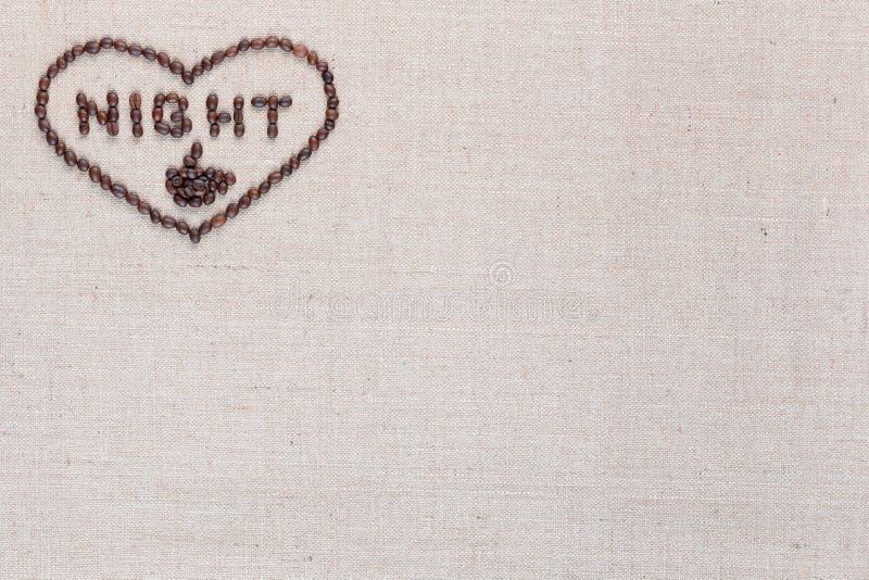 Noite no sinal do coração dos feijões de café isolados na textura do linea, superior esquerdo alinhado imagens de stock royalty free