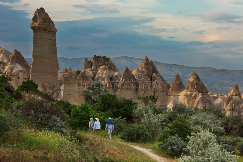 Noite no vale do amor, destino popular do turista em Cappadocia imagem de stock