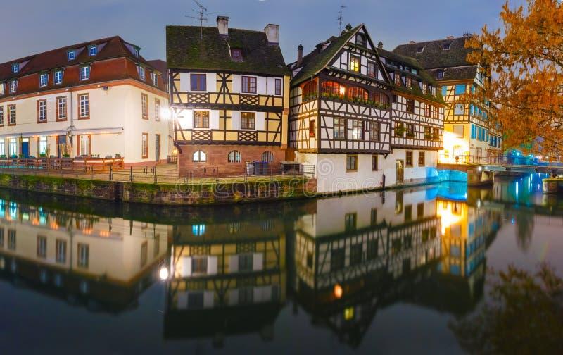 Noite Petite France em Strasbourg, Alsácia fotos de stock
