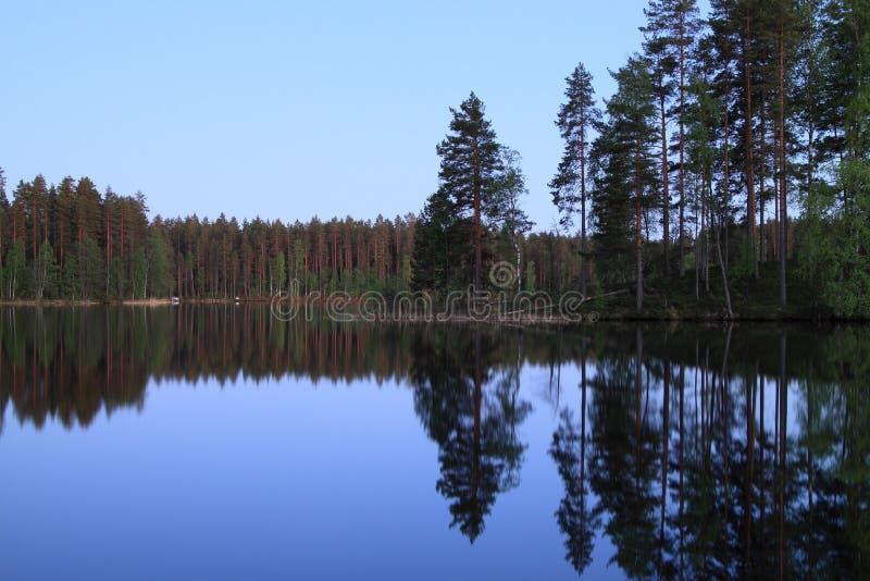 Noite por um Iso-Melkutin do lago foto de stock