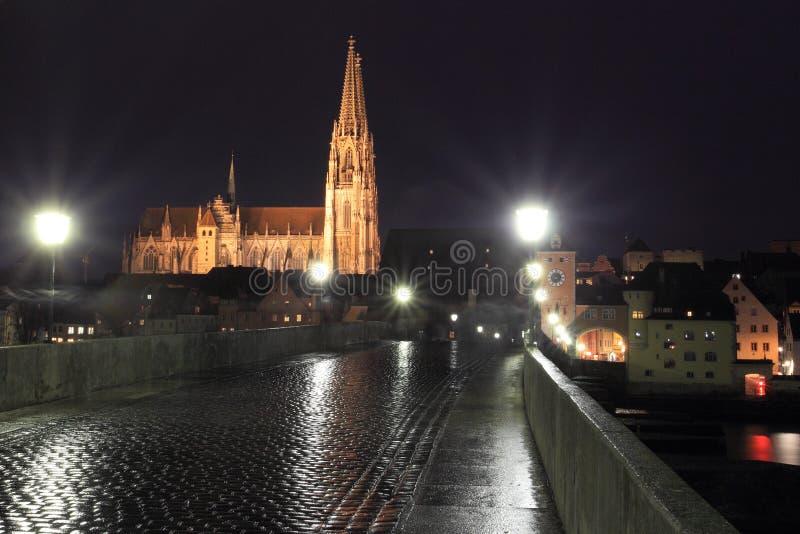 Noite Regensburg foto de stock royalty free