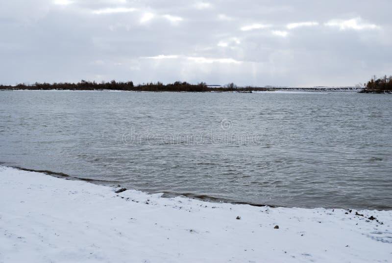 Noite regi?o no Rio Irtysh, Omsk, R?ssia imagens de stock