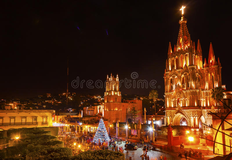 Noite San Miguel de Allende Mexico da igreja de Parroquia Jardin foto de stock royalty free