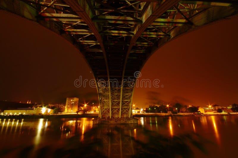 Noite sob a ponte imagem de stock