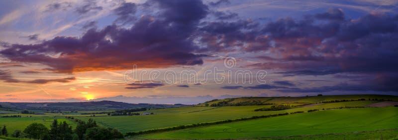 Noite tormentoso do verão sobre o vale de Meon, penas sul parque nacional, Reino Unido fotografia de stock royalty free