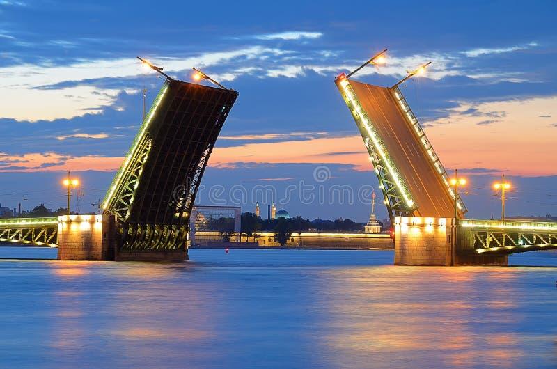 Noites brancas em St-Petersburgo, Rússia foto de stock