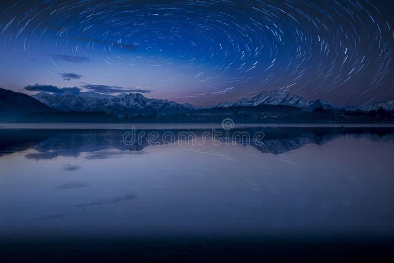 Noites estrelados pelo lago Wanaka imagem de stock royalty free